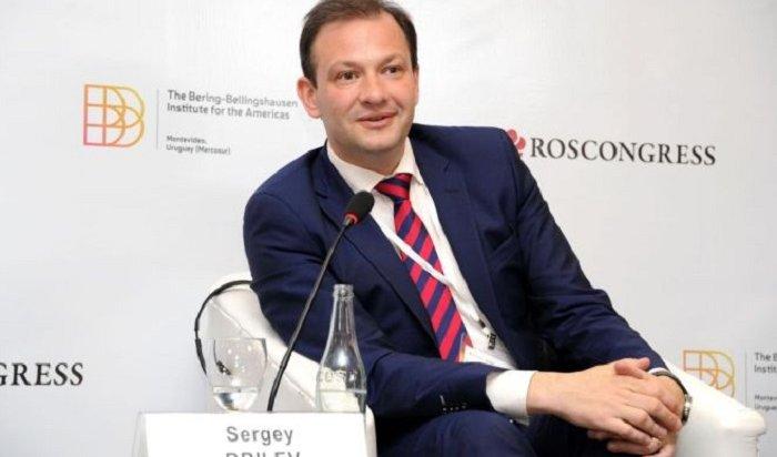 Навальный рассказал обританском подданстве ведущего телеканала «Россия»