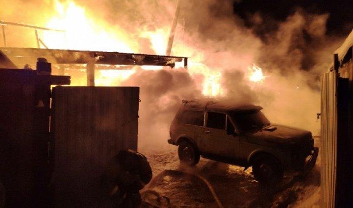 Житель Усть-Кута погиб, пытаясь спасти изгорящего гаража автомобиль