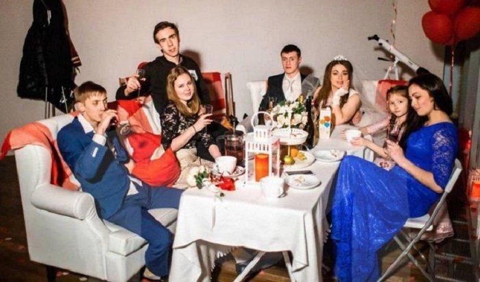 ВМоскве парень чуть неубил девушку, которая слишком долго фотографировалась (Видео)