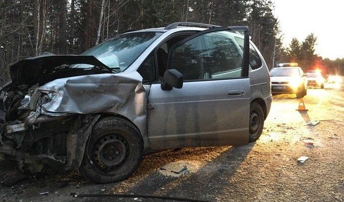 Водитель Toyota Vitz погиб при столкновении сToyota Spacio под Иркутском