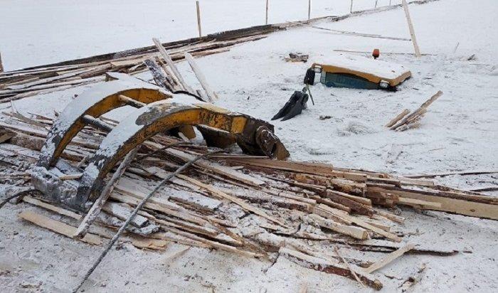 ВКиренском районе под лед реки Лены провалился погрузчик
