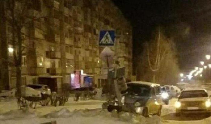 ВУсть-Илимске водитель Toyota уснул зарулем иврезался всветофор