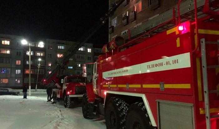 ВБратске пожарные спасли измногоэтажки женщину сребенком