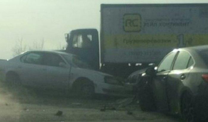 НаИннокентьевском мосту вИркутске столкнулись пять автомобилей (Видео)