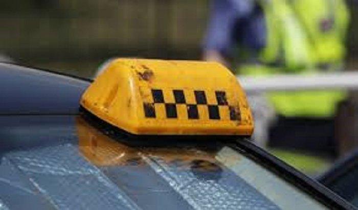 Трое подростков угнали иразбили машину таксиста вовремя заявки вИркутске