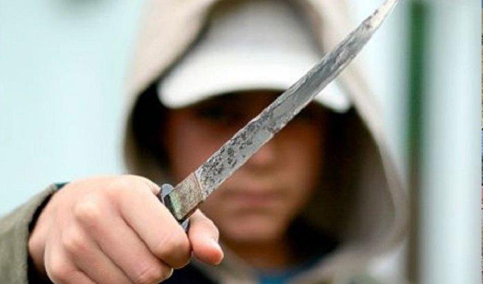 Вмосковской школе подросток сножом угрожает самоубийством