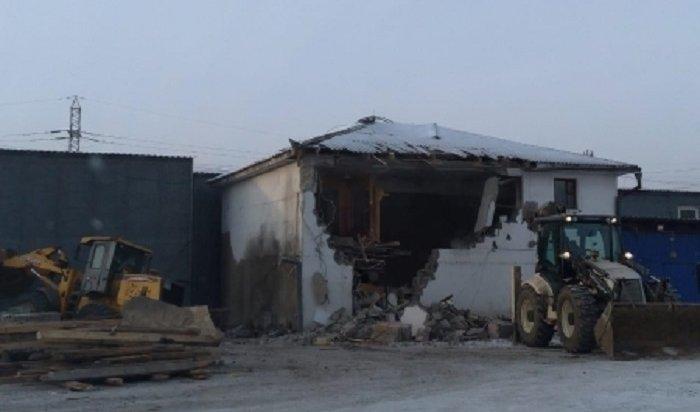 Наиркутском рынке «Знаменский» демонтировали семь незаконных строений