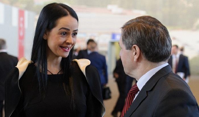 Свердловская чиновница Глацких категорически нехочет увольняться (Видео)