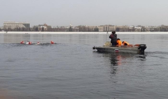 ВМЧС осудили «заплыв Дедов Морозов» поАнгаре