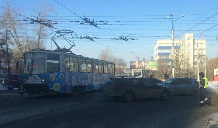 ВИркутске столкнулись трамвай иавтобус