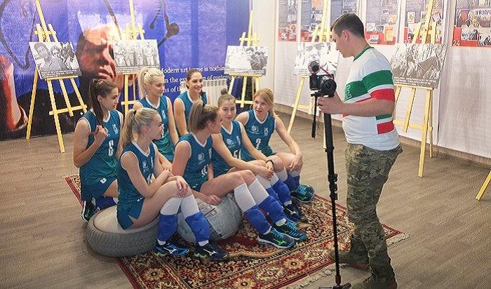 Заводные волейболистки поздравляют иркутян снаступающими праздниками