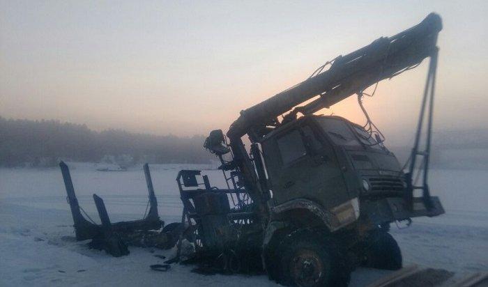 ВЧунском районе под лед провалился КамАЗ