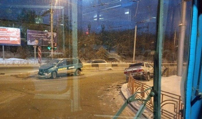 Такси столкнулось с«Жигулями» навъезде вмикрорайон Первомайский