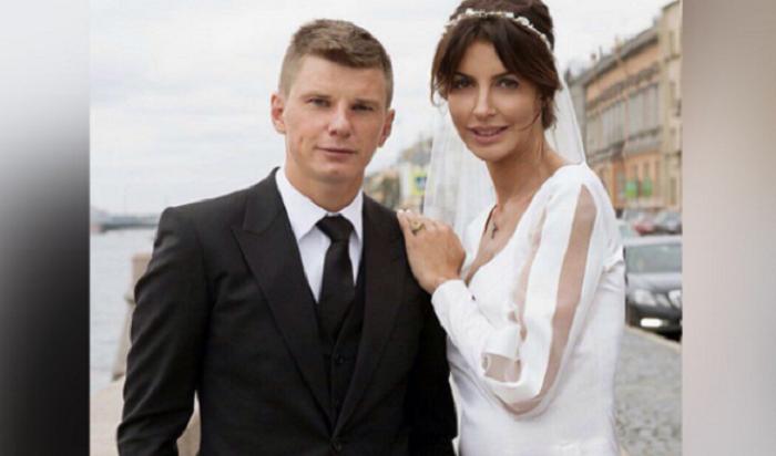 Андрей Аршавин развелся сженой после вечеринки сдвумя моделями
