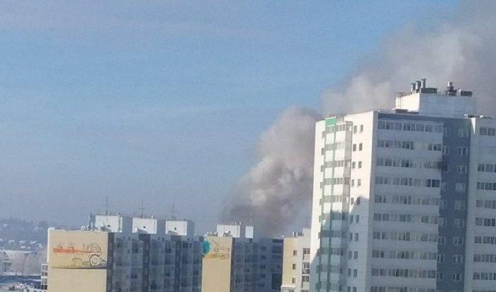 ВИркутске рядом сЖК«Эволюция» горели строительные вагончики (Видео)