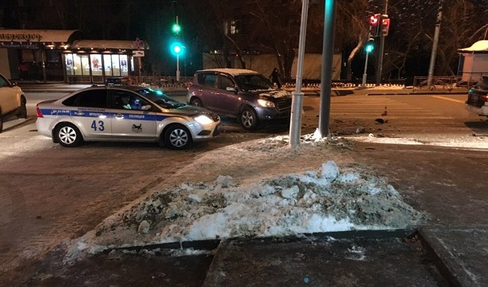Девочка-подросток пострадала вавтоаварии вИркутске (Видео)