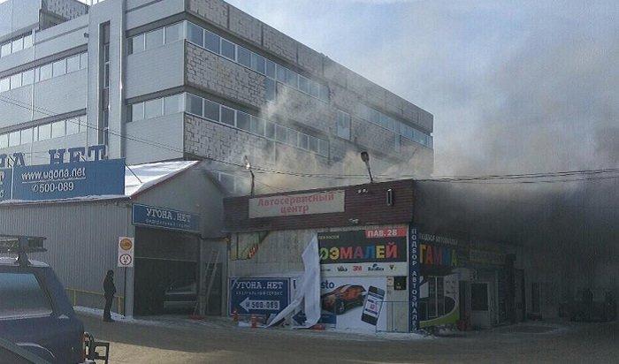В Иркутске горел павильон автосервиса на Сергеева (Видео)