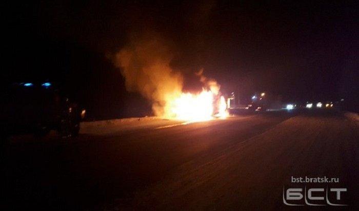 ВБратске сгорел маршрутный автобус (Видео)