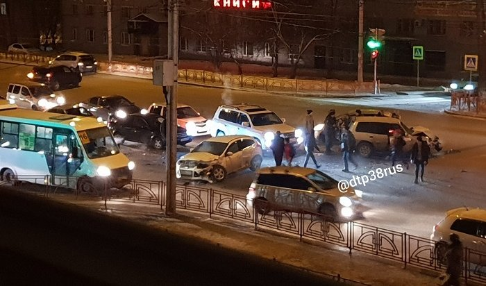 Двое детей пострадали вДТП напересечении улиц Байкальской иДонской (Видео)