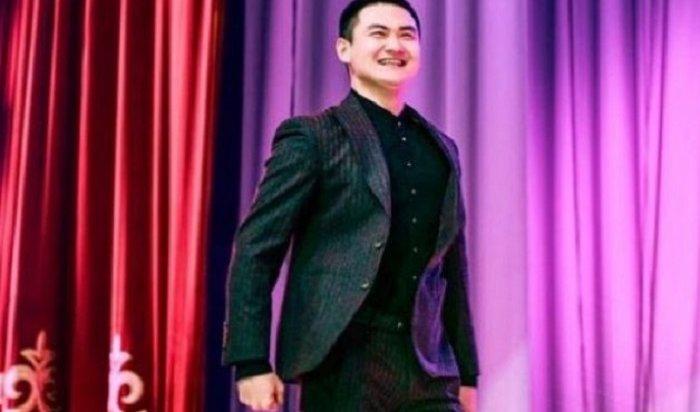 Известный казахский певец наконцерте плюнул врот ребенку (Видео)
