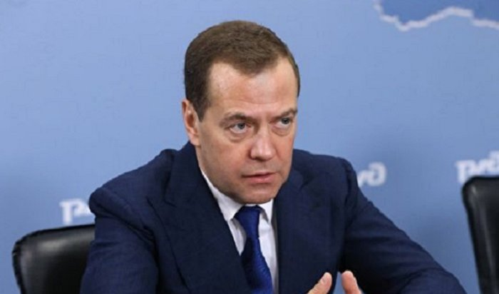 Медведев считает, что длинные новогодние праздники идут вовред экономике