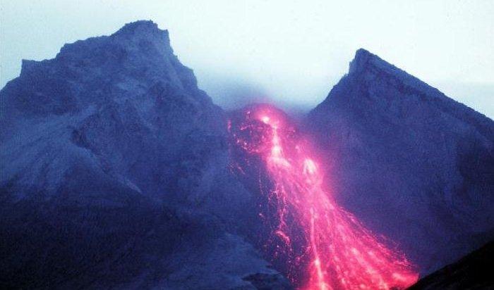 НаКамчатке началось извержение вулкана Безымянный