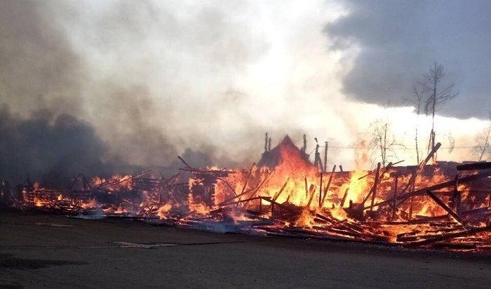 МЧС: большой пожар набывшем рыбзаводе вХужире мог произойти из-за халатности (Видео)
