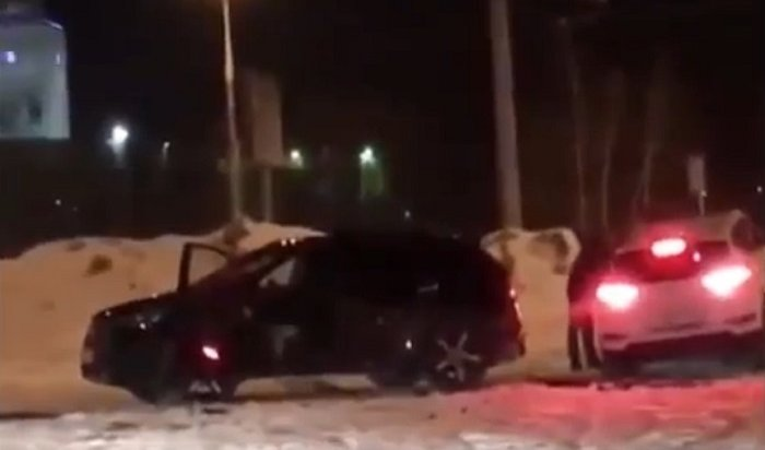 ВУфе жена изревности протаранила машину мужа (Видео)