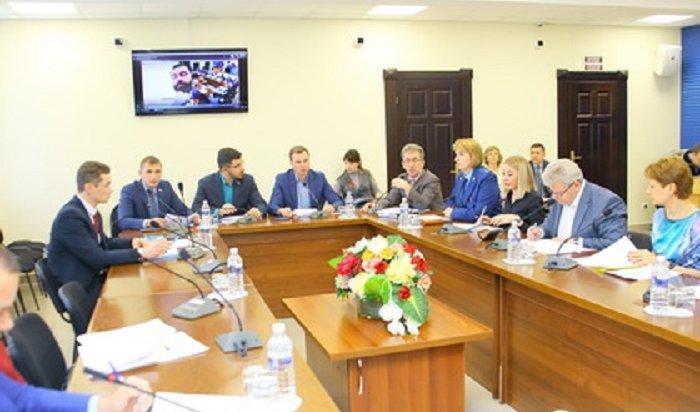 Почетным гражданам Иркутской области хотят увеличить доплату кпенсии