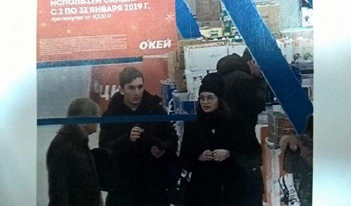 Девушка ипарень похитили планшет водном изТЦвИркутске