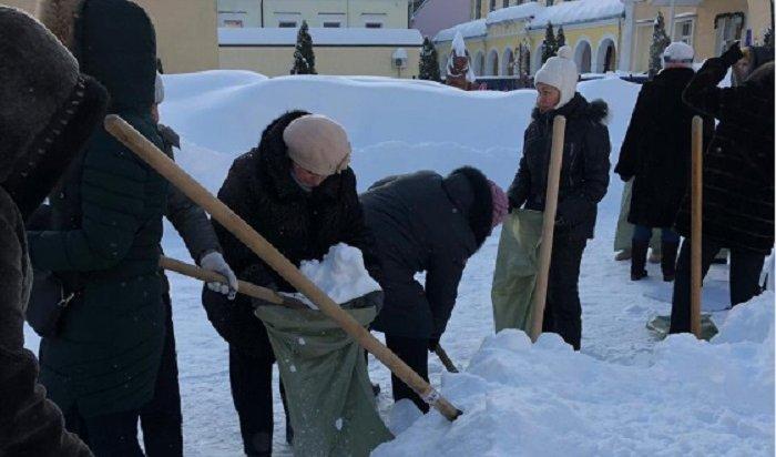 В Саратове накажут тех, кто выгнал учителей на мороз