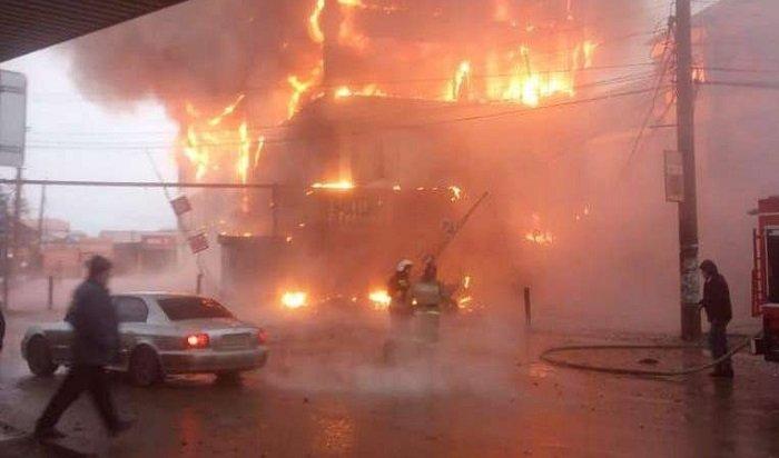 ВКизляре пылает торговый центр (Видео)