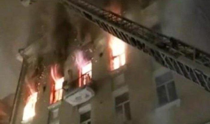 Два человека погибли напожаре вжилом доме вцентре Москвы (Видео)