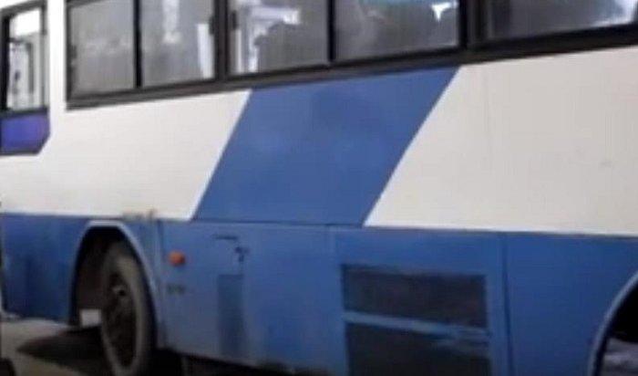 ВШелехове пассажир успел взять насебя управление автобусом, когда водителю стало плохо ссердцем (Видео)