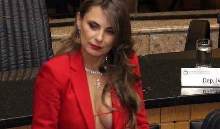 Ажиотаж вСети вызвала слишком сексапильная сенаторша изБразилии