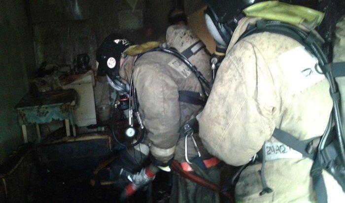Жильцов дома вцентре Иркутска эвакуировали из-за пожара