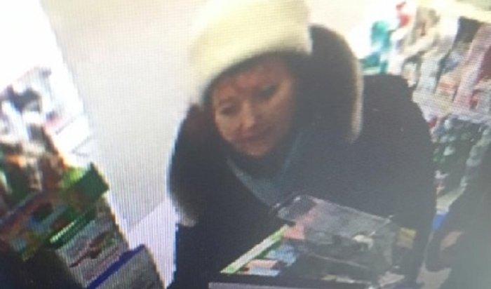 ВИркутске ищут женщину, платившую вмагазинах чужой картой