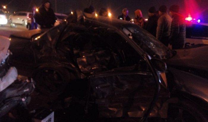 Водитель Toyota Corolla погиб вкрупной аварии на Олега Кошевого в Иркутске (Видео)