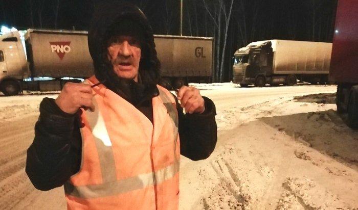 Натрассе Иркутск-Москва водитель спас пожилого жителя Иркутской области (Видео)