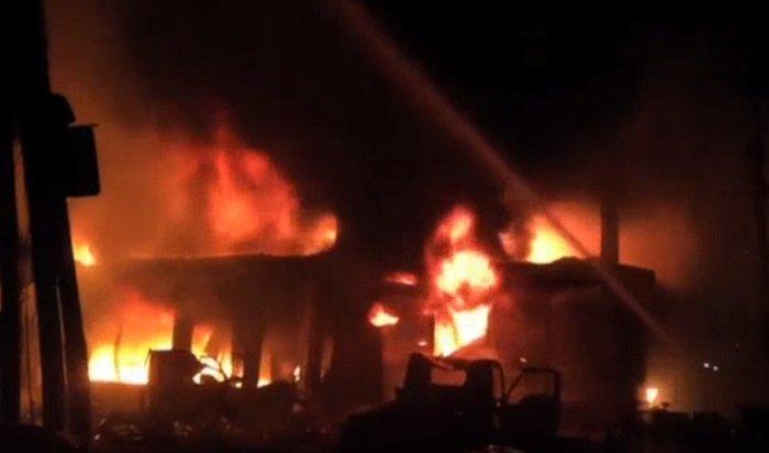 Появились кадры страшного пожара вБангладеш, который унес жизни 70человек