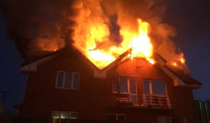 Мать счетырьмя детьми спасли на пожаре в Иркутске