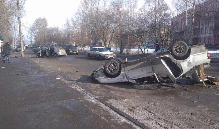 Пассажир Toyota Camry попал вбольницу после аварии вИркутске II (Видео)