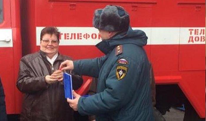 Пожарные Усть-Кута передали сельским добровольцам две автоцистерны