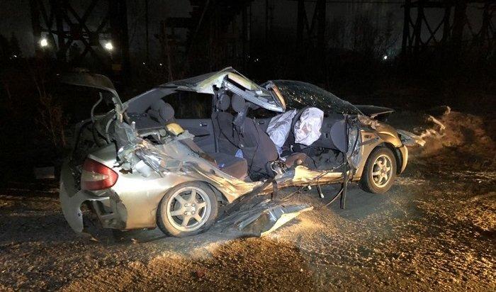 Женщина-водитель Toyota Prius погибла после столкновения степловозом наж/д переезде вАнгарске (Видео)
