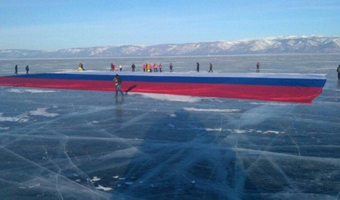 НаБайкале развернули гигантский флаг России, установив мировой рекорд (Видео)