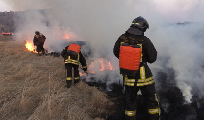 Сотрудники МЧС проведут вИркутской области контролируемые отжиги сухой травы