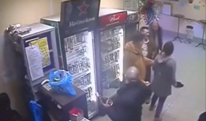 Британский боец UFC пришел ввосхищение отнокаута российской продавщицы (Видео)
