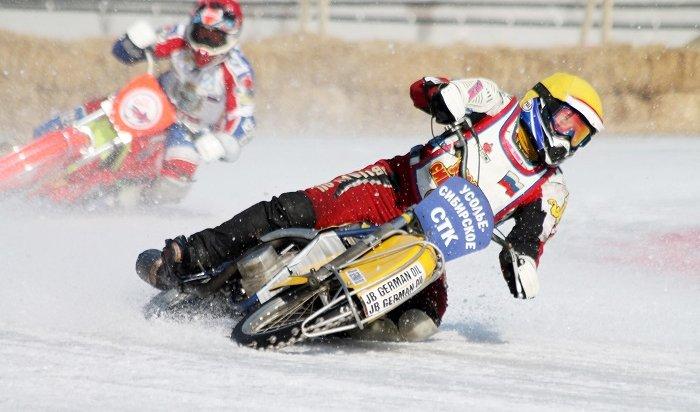«Жара» нальду: вИркутске прошли ледовые мотогонки (Фоторепортаж)