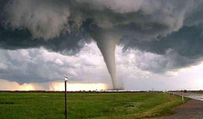 Врезультате мощного торнадо вСША погибли 22человека (Видео)