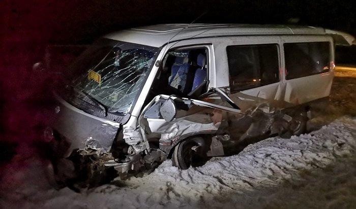 ВКачугском районе вмаршрутку врезался автомобиль Mitsubishi Lancer